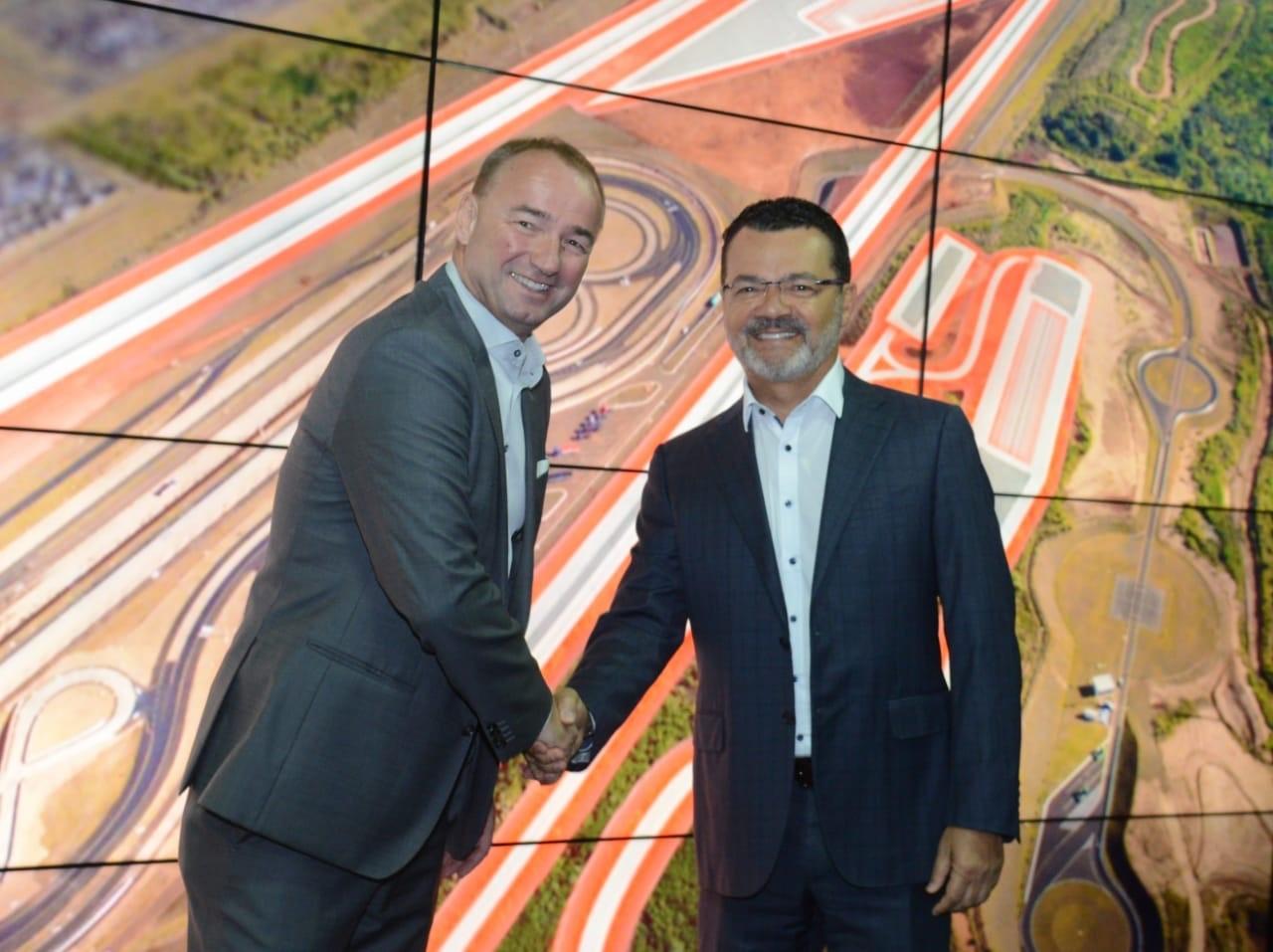 Philipp Schiemer, presidente da Mercedes-Benz do Brasil e CEO América Latina, e Besaliel Botelho, presidente da Robert Bosch América Latina.