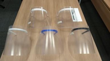 Protetores faciais (face shields).