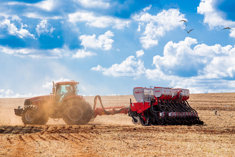 Uma solução, quatro funções: graças à solução inteligente de plantio e fertilização, o processo de semeadura agora está se tornando muito mais fácil e otimizado.