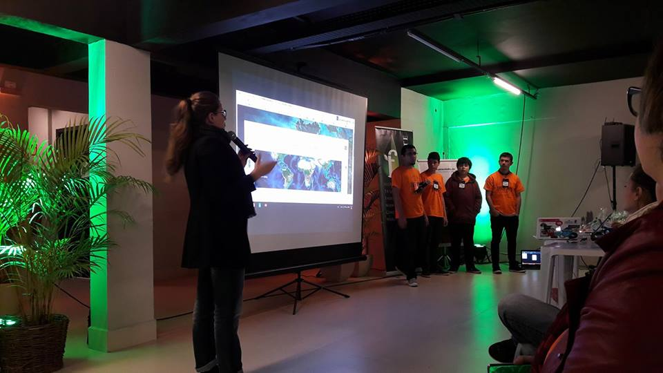 Instituto Robert Bosch leva tecnologia para alunos de escola pública de Curitiba