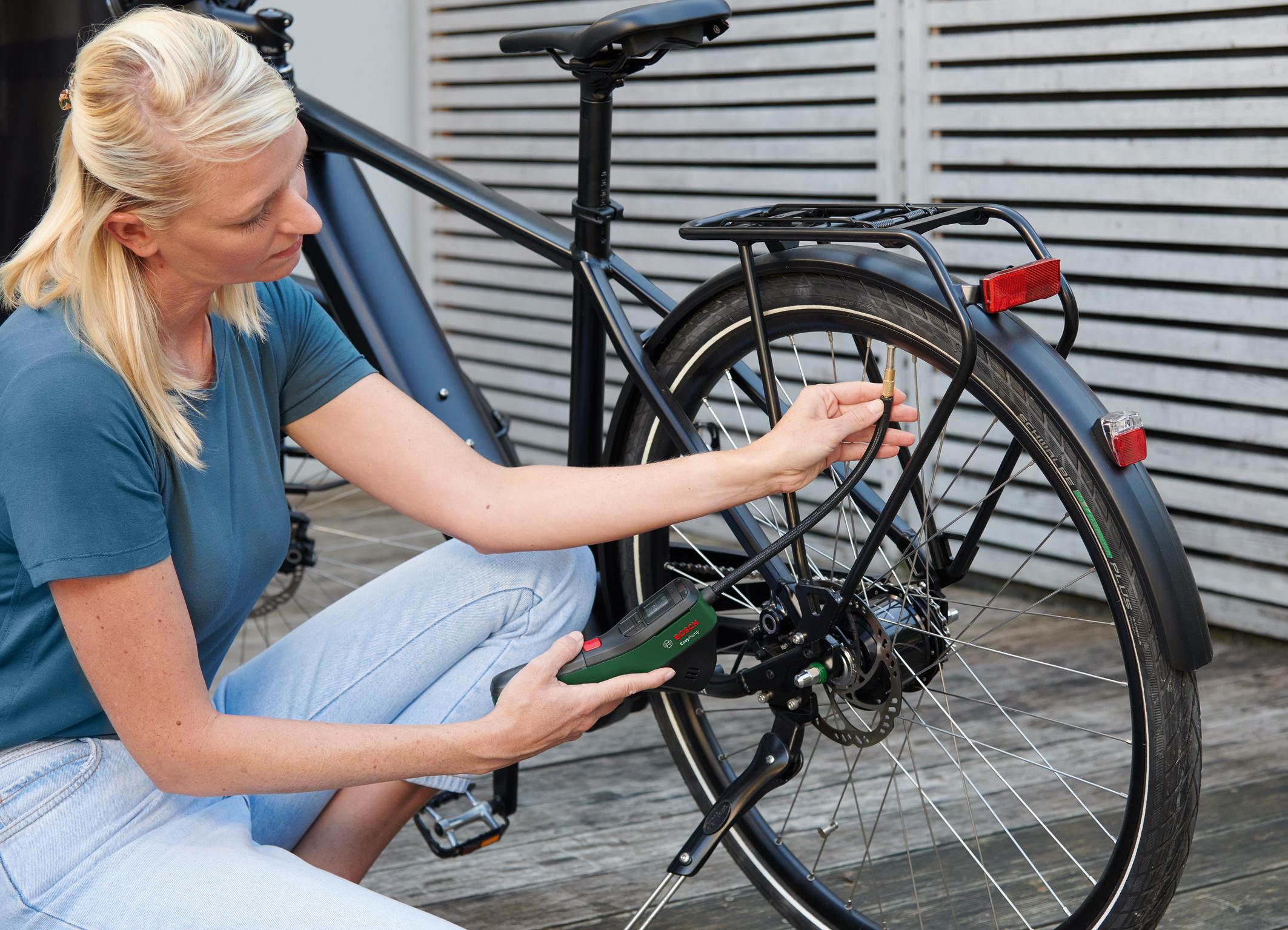 Akumulátorové pneumatické čerpadlo pre mobilitu, voľný čas a šport: Bosch EasyPump - kompaktný a univerzálny