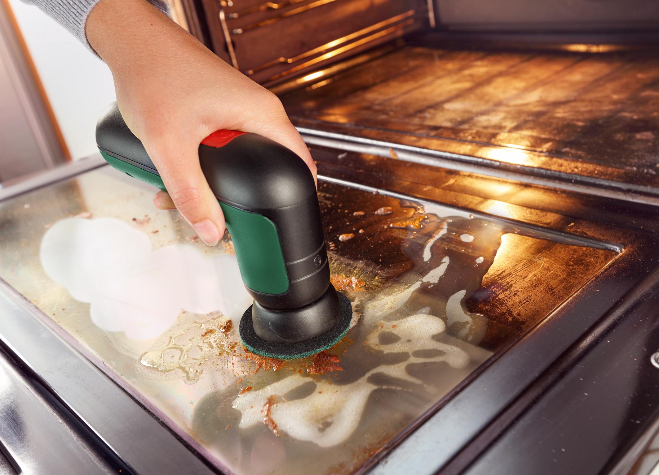 UniversalBrush - rôzne nadstavce, nespočet možností čistenia: kuchynská podložka na odstraňovanie priľnavej špiny