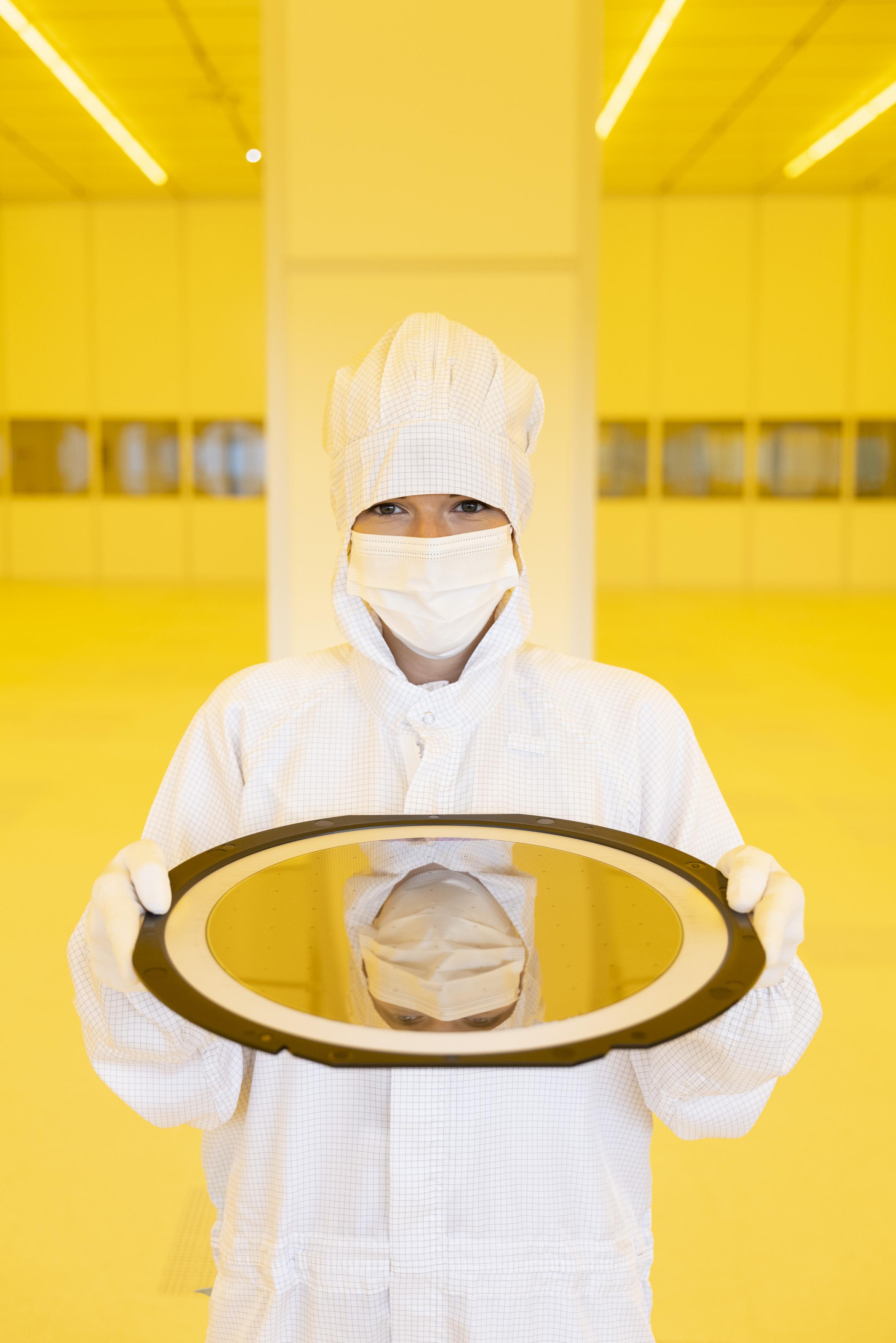 Drážďanský závod je prvou AIoT továrňou spoločnosti Bosch . AIoT je skratka pre spojenie umelej inteligencie (AI) a Internetu vecí (IoT).