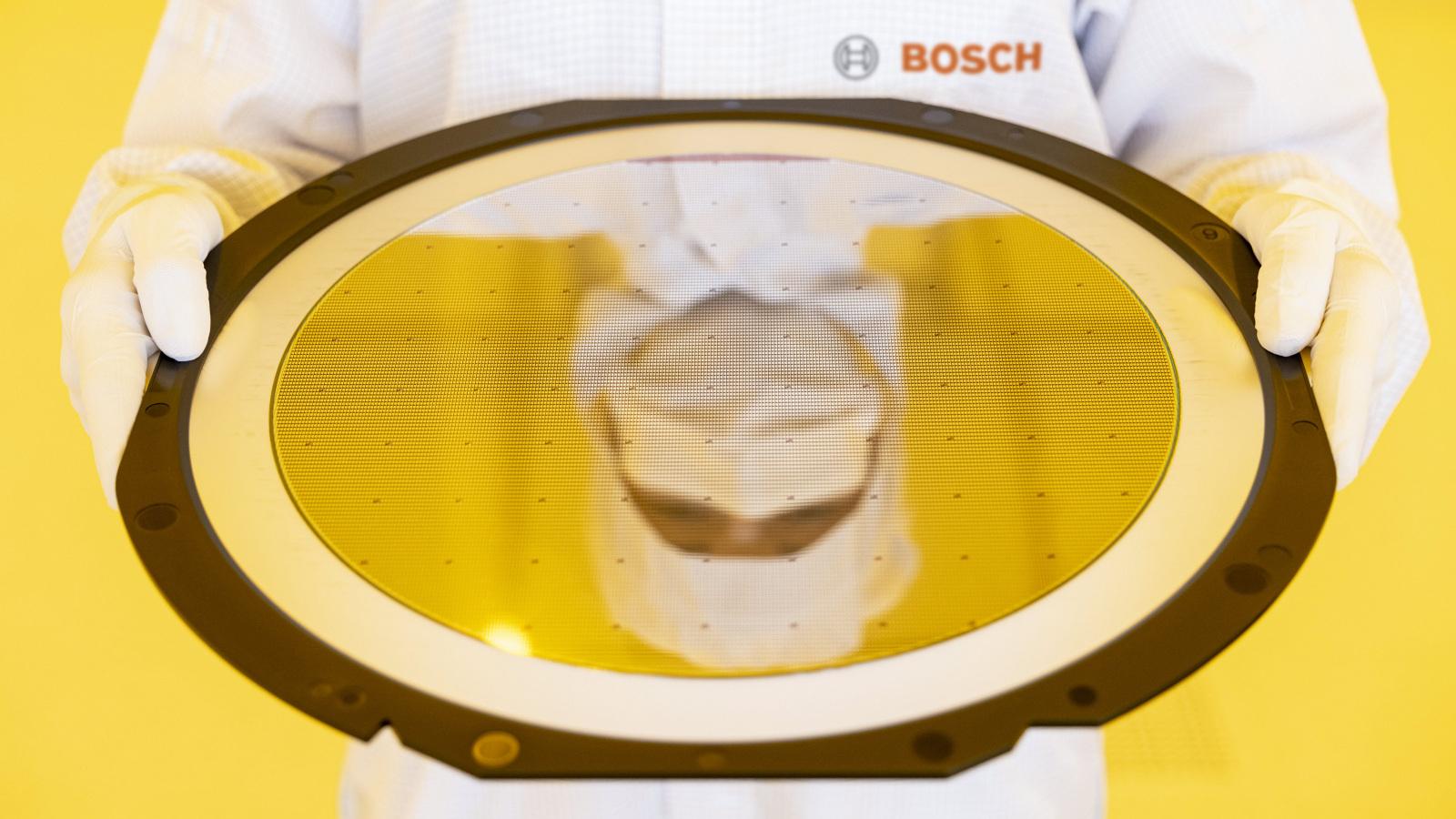 """CEO spoločnosti Bosch Denner: """"Naším prvým závodom AIoT definujeme nové štandardy vo výrobe čipov."""""""