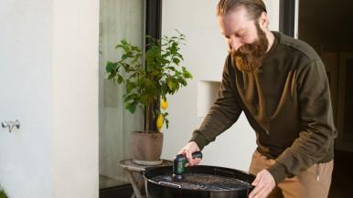 Účinný proti odolným nečistotám: Akumulátorový čisticí kartáč UniversalBrush od  ...
