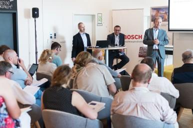 Ředitelé závodů z Jihlavy a Českých Budějovic Ralph Klaus Carle (Bosch Diesel s.r.o.) a Kai Frericks (Robert Bosch, spol. s r.o.)