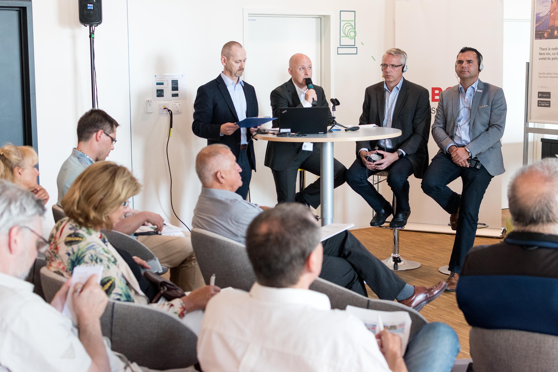 Filip Kalaš (Bosch Rexroth, spol. s r.o.), Per Funch (BSH domácí spotřebiče s.r.o.) a Robert Vogt (Bosch Termotechnika s.r.o.) během výroční tiskové konference