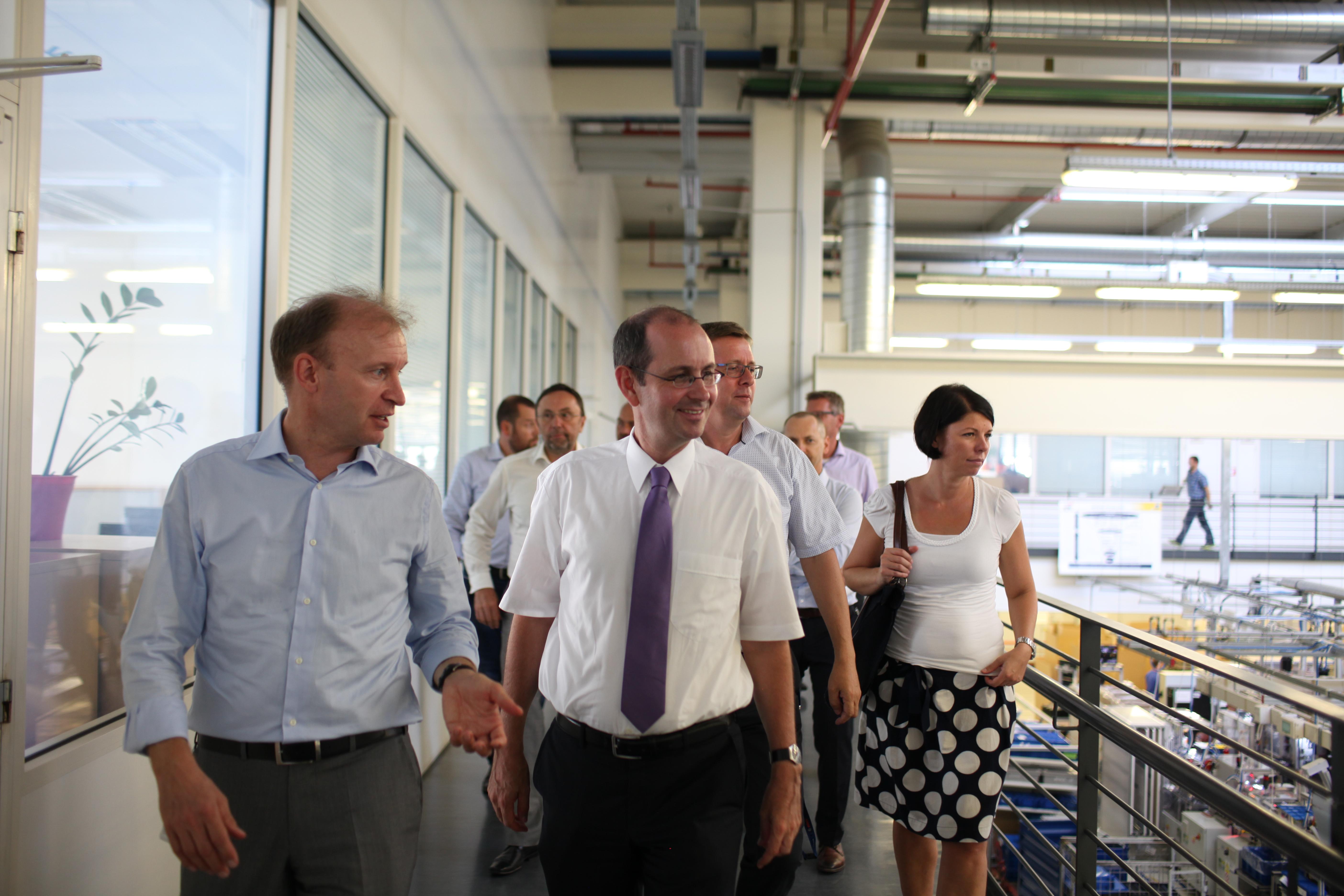 Exkurze do výrobních hal – zleva Kai Frericks, Dr. Christoph Israng