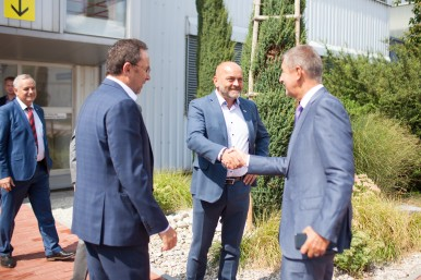 Václav Pixa a Milan Šlachta vítají premiéra Andreje Babiše