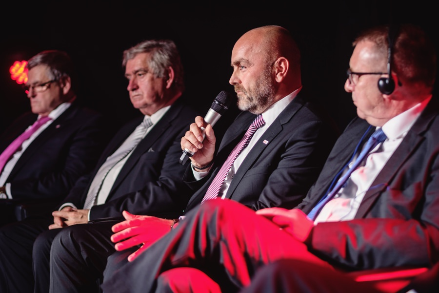 V rámci pódiové diskuze zhodnotil význam jihlavského závodu pro Skupinu Bosch  v České republice reprezentant Bosch pro Českou a Slovenskou republiku Milan Šlachta (uprostřed).