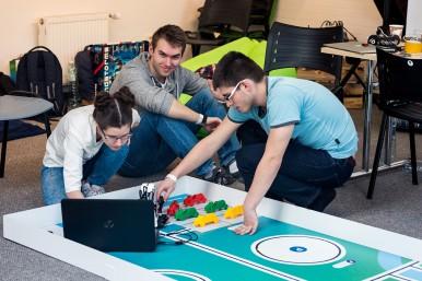 Studenti mají výjimečnou příležitost poznat nové technologie a zároveň vytvořit unikátní řešení.