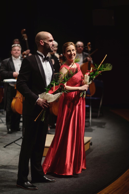 Hvězdami večera byli vídeňská sólistka Simona Eisinger (1. zprava) a sólista Národního divadla v Praze Luboš Skala (1. zleva).
