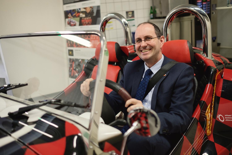 Velvyslanec Christoph Israng navštívil firmu Bosch Diesel s.r.o. v Jihlavě