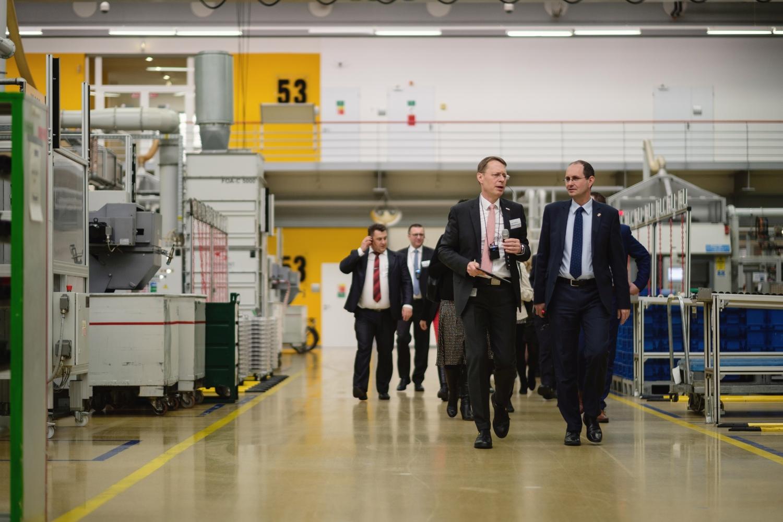 Na velvyslance Christopha Isranga velmi zapůsobil celkový dojem z prohlídky závodu