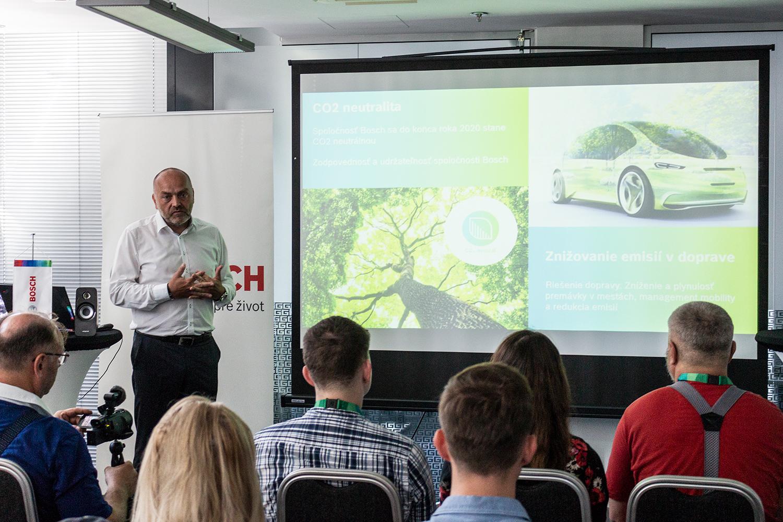 Milan Šlachta, reprezentant Bosch Group v Slovenskej republike, počas výročnej tlačovej konferencie