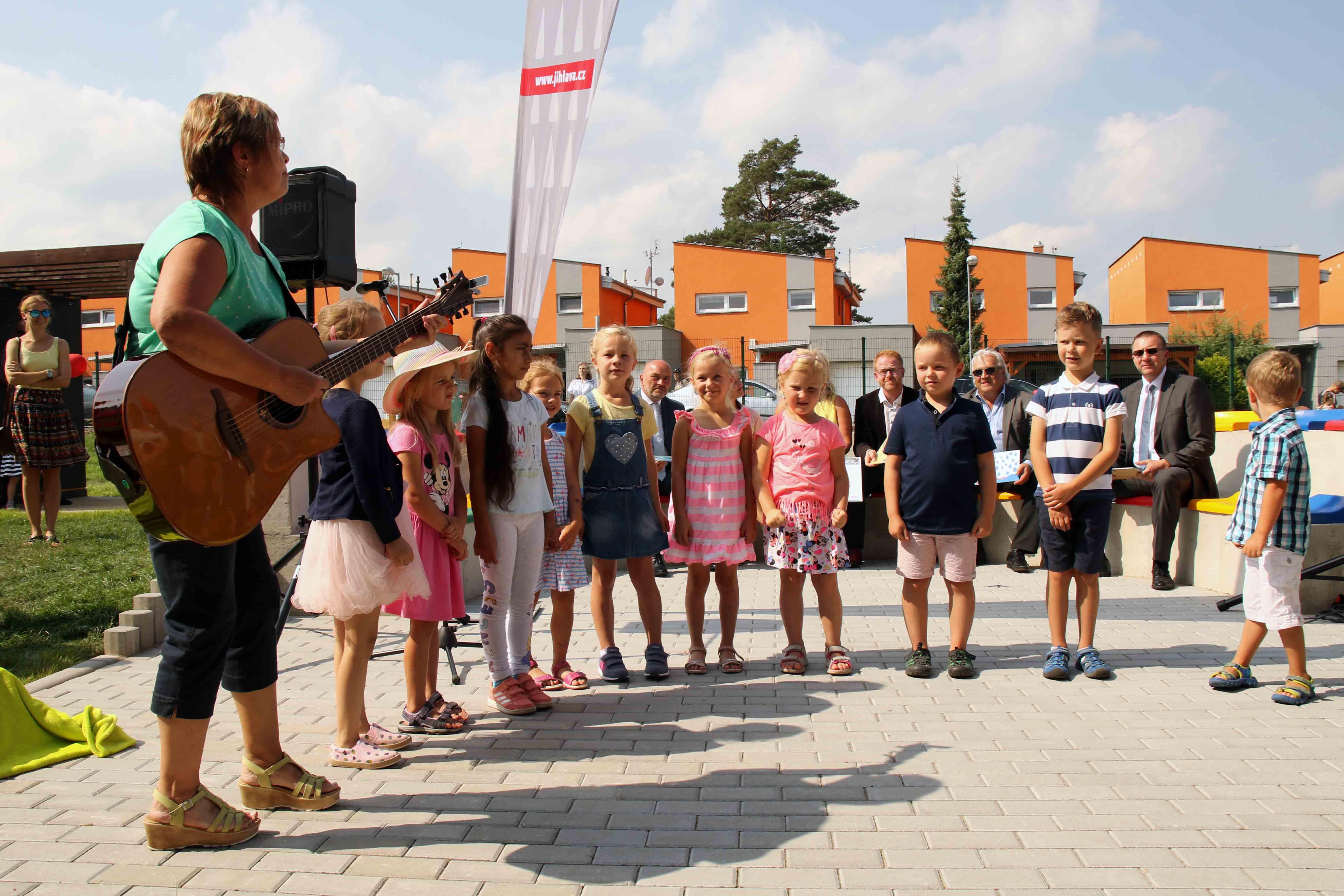 Záběry z otevření mateřské školy Bystrouška.