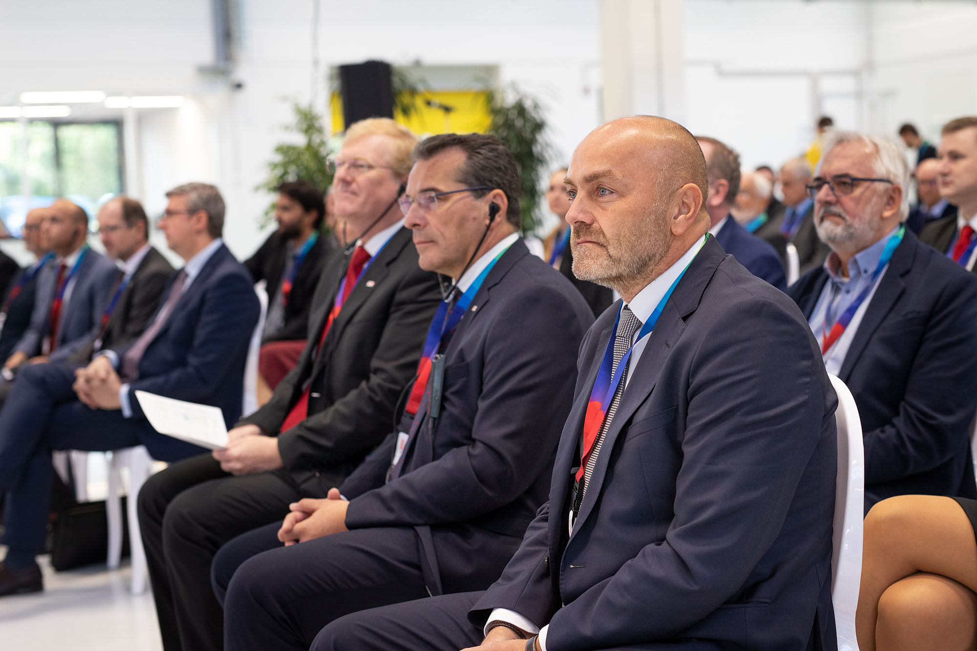 Milan Šlachta (vpravo), reprezentant Bosch v České republice, během slavnostního otevření