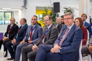 Karel Havlíček (vpravo), vicepremiér a ministr průmyslu a obchodu, během slavnostního otevření