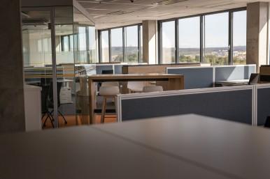 Interiéry nové budovy vývojového a technologického centra v Českých Budějovicích