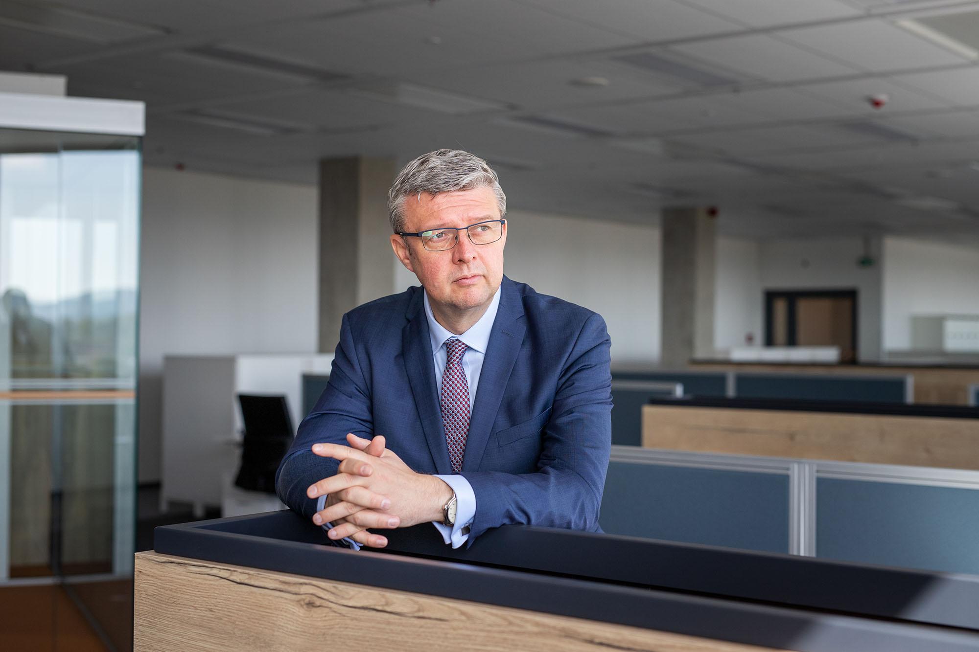 Karel Havlíček, vicepremiér a ministr průmyslu a obchodu, při prohlídce nové budovy