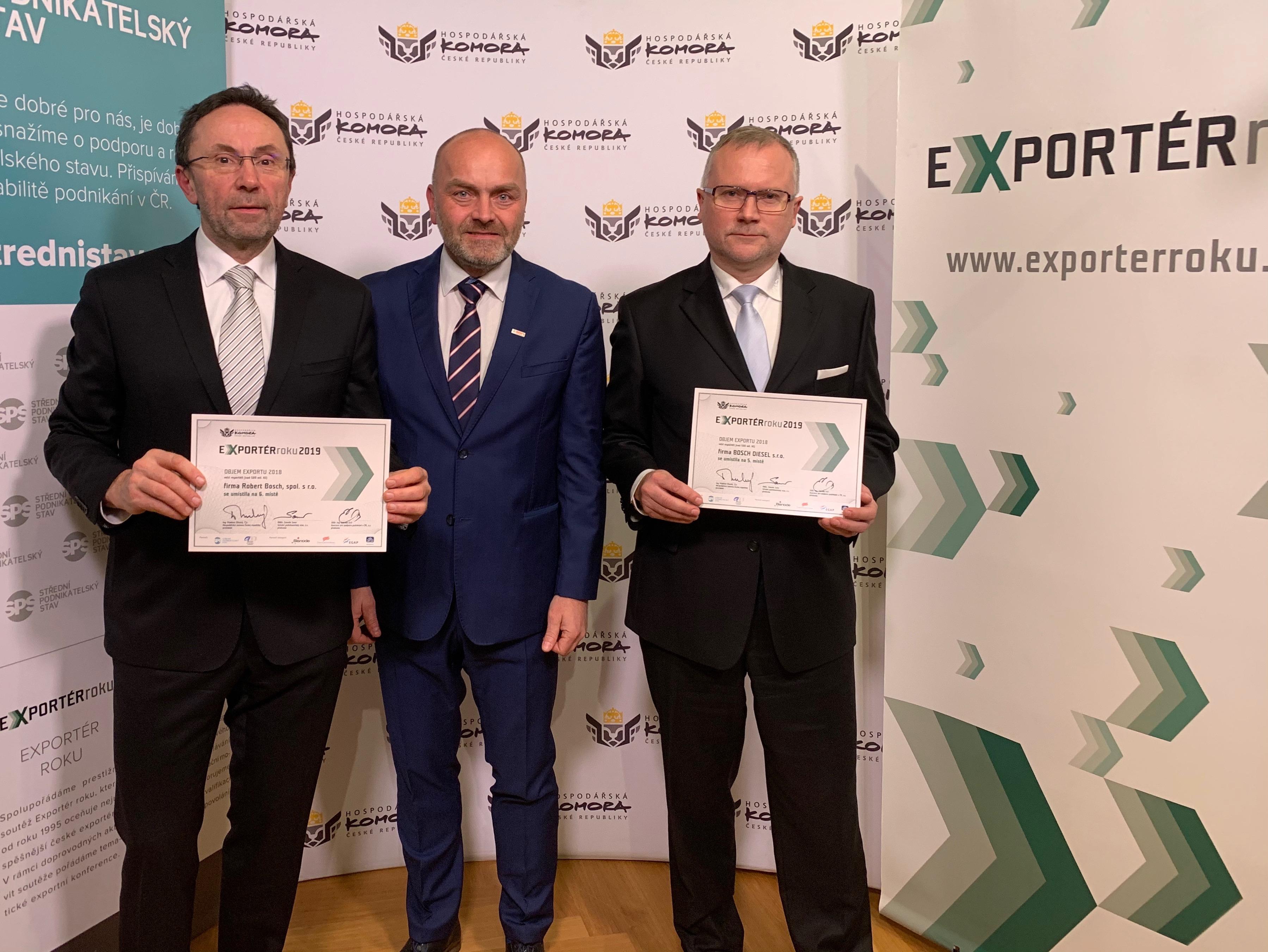 """Ocenění """"Exportér roku 2019"""" v kategorii """"Objem exportu 2018"""" převzali (zleva): Václav Pixa, Milan Šlachta, Petr Novotný"""