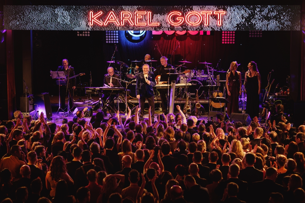 Hvězdou večera byl bezesporu zpěvák a legenda české hudební scény Karel Gott.