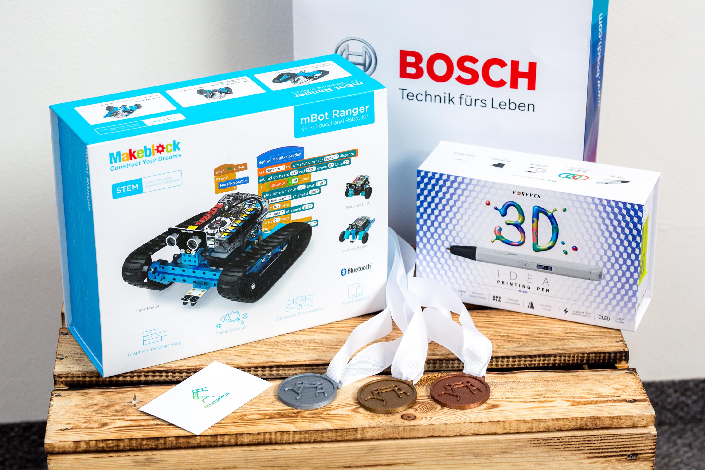 Členové tří nejlepších týmů byli odměněni robotem mBot Ranger, 3D perem a medailí vytištěnou na 3D tiskárně.