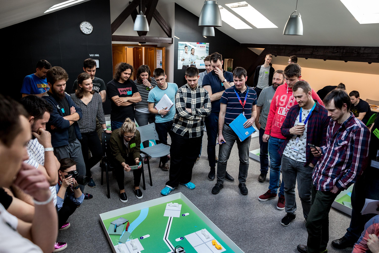 Mechathon přilákal velký počet studentů technických oborů, strojních fakult a fanoušků robotiky.