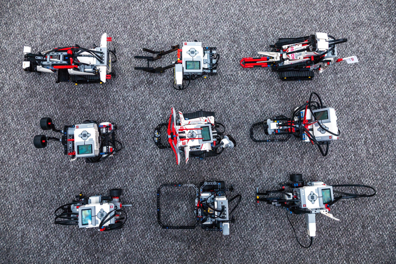 Na závěr proběhly prezentace všech robotů a představení jednotlivých konceptů.
