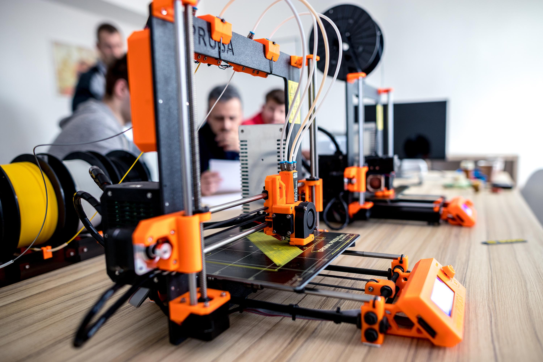 Překážky pro roboty byly vytištěny na 3D tiskárně.