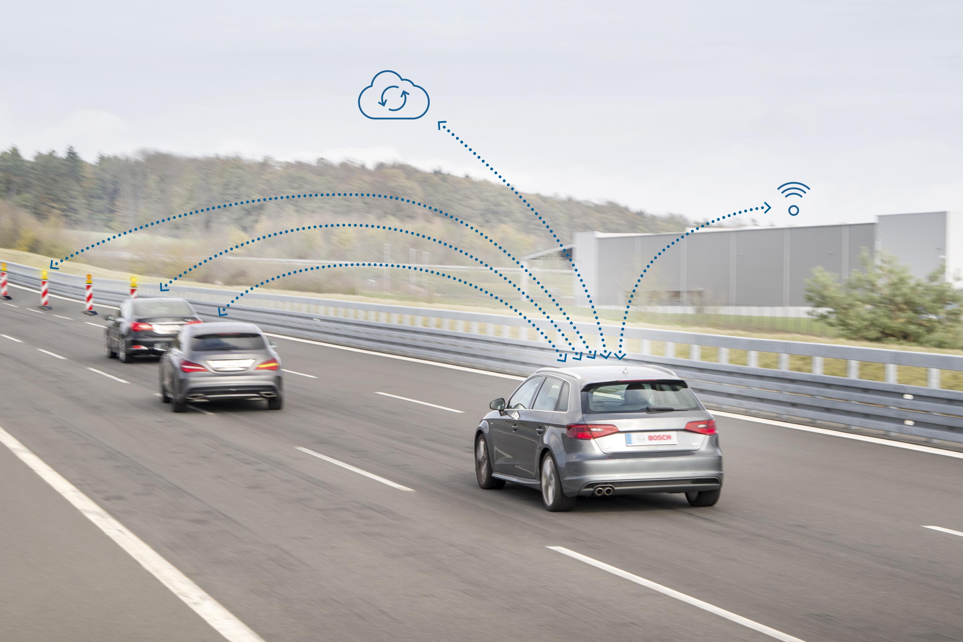 """Upozornenie v kritických situáciách vďaka komunikácií """"vehicle-to-x"""" od spoločnosti Bosch"""