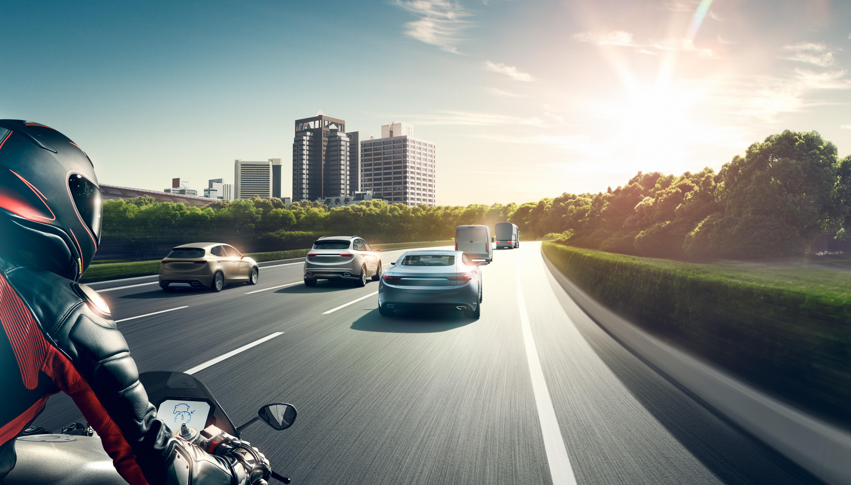 Adaptívna regulácia vzdialenosti a rýchlosti (ACC = Adaptive Cruise Control)