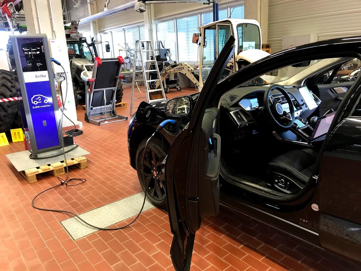 DLT jako klíčová technologie pro ekonomiku věcí – auto, které komunikuje s dobíjecími stanicemi