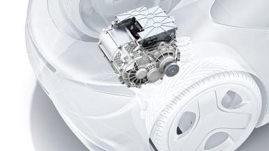 Bosch skombinoval tri komponenty hnacieho ústrojenstva.