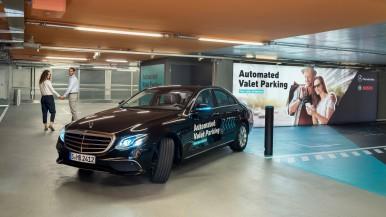 Světová premiéra: Bosch a Daimler získaly povolení na parkování bez řidiče a bez lidského dohledu