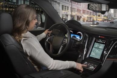 Digitálne displeje a hlasoví asistenti spôsobujú revolúciu v jazde.