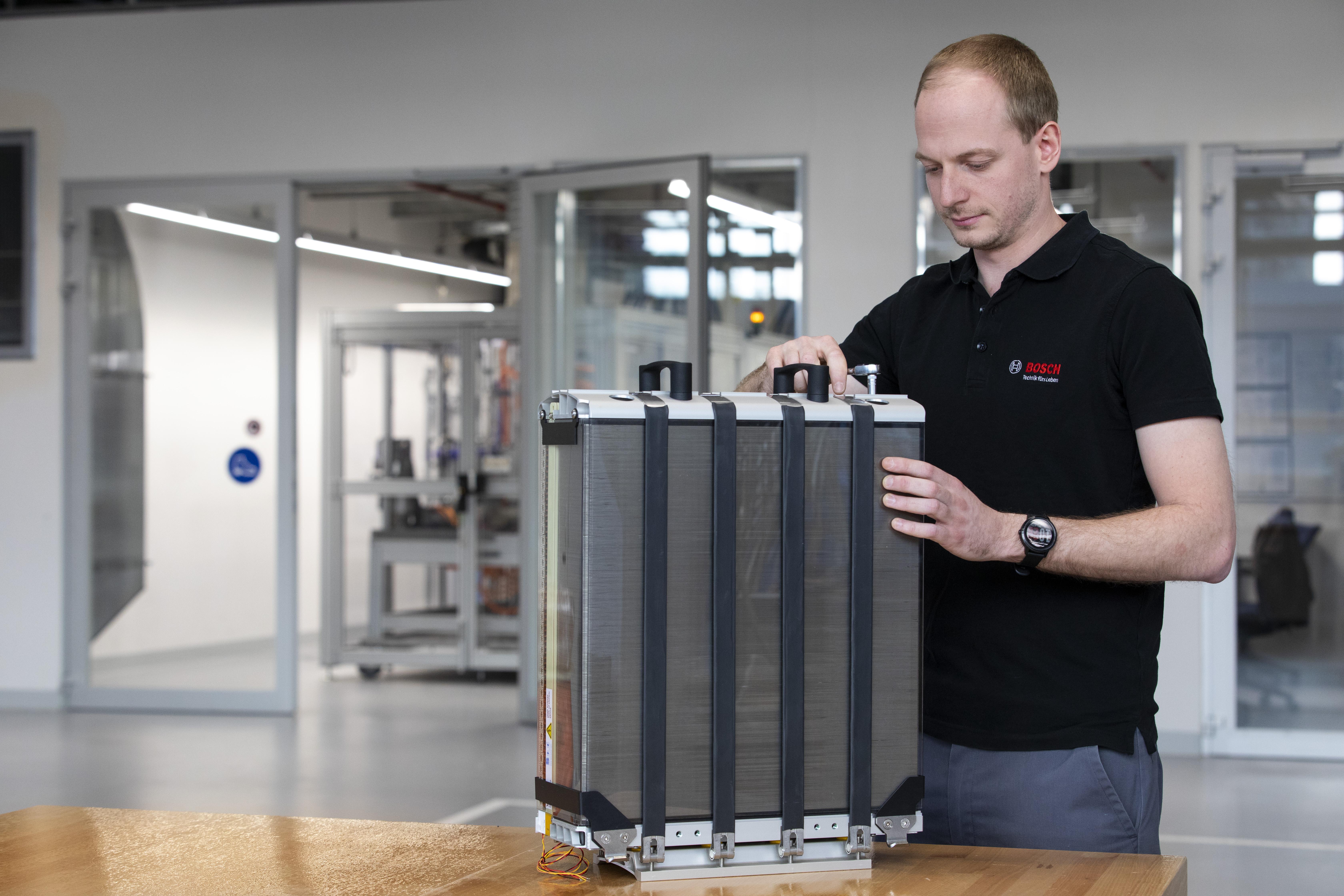 Spoločnosť Bosch spolupracuje na veľkoobjemové výrobe palivových článkov pre nákladné automobily a automobily