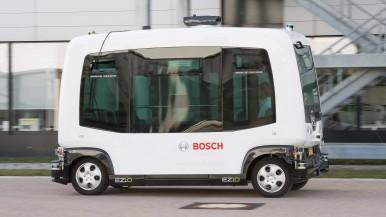 Pokračovanie jazdy aj navzdory chybám:  Ako sa dostanú autonómne vozidlá kyvadlovej dopravy bezpečne z bodu A do bodu B