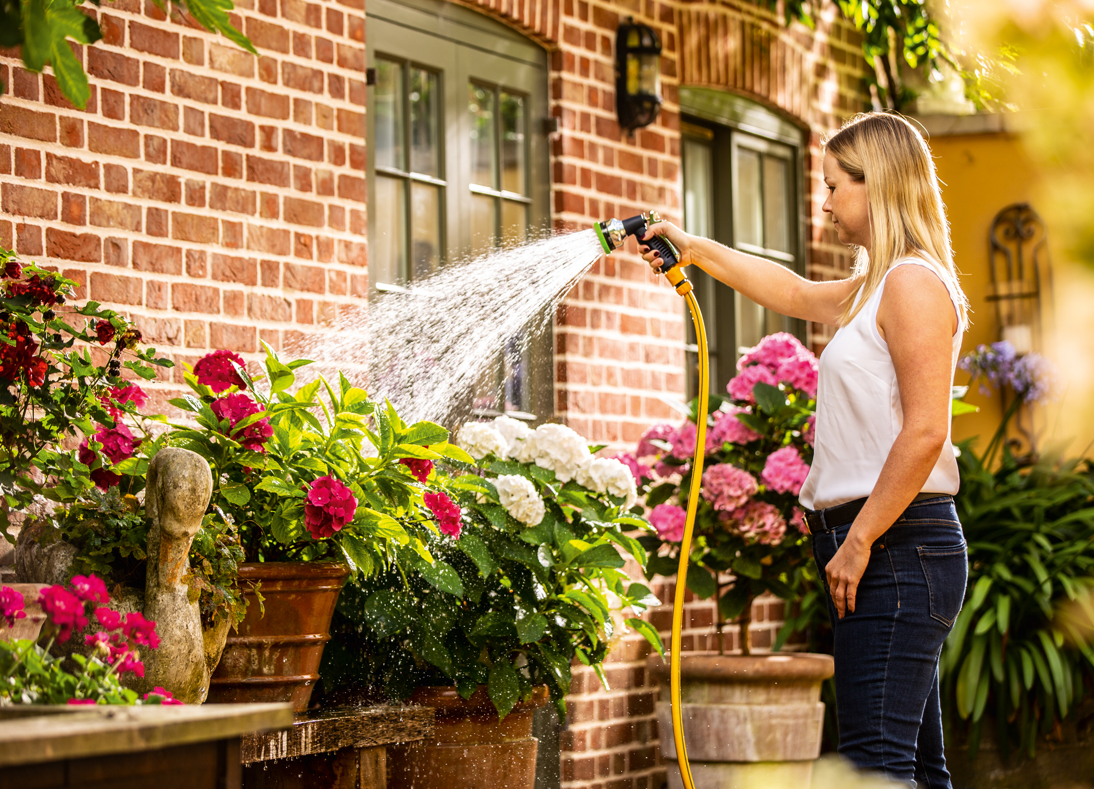 """Dobré pro životní prostředí a rostliny: První akumulátorové dešťové čerpadlo v systému """"Power for All"""" od společnosti Bosch"""