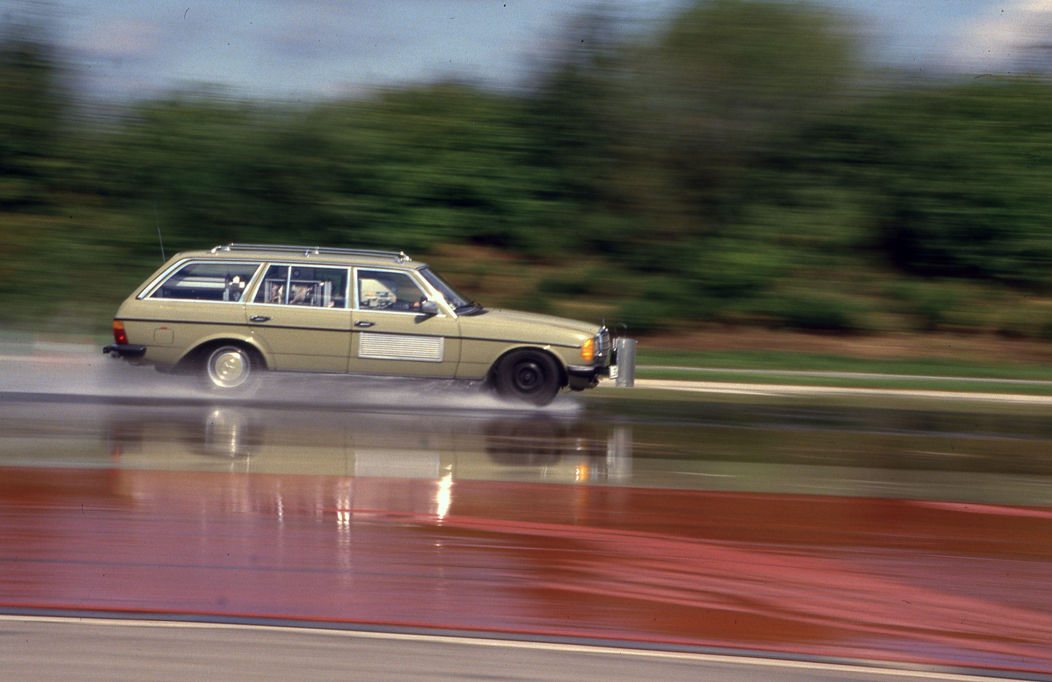 Testování ESP® na zkušební trati Schwieberdingen v roce 1984