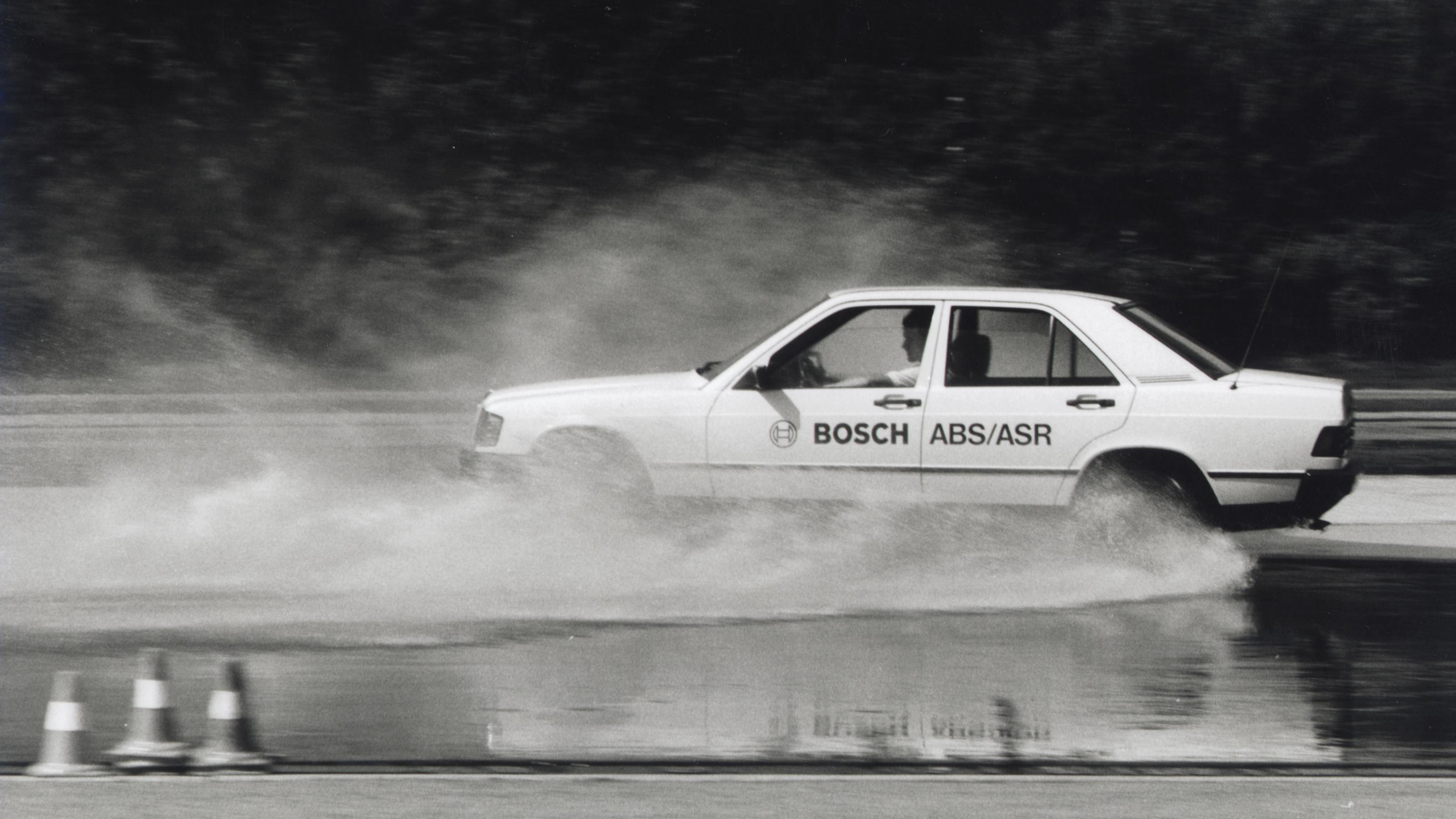 Testování ABS a TCS na zkušební trati Schwieberdingen v roce 1992