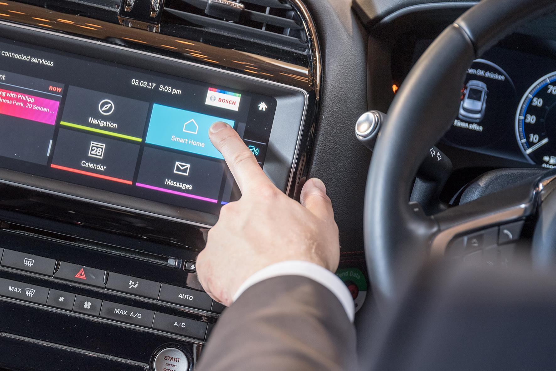 Predvádzacie vozidlo pre služby prepojenej mobility