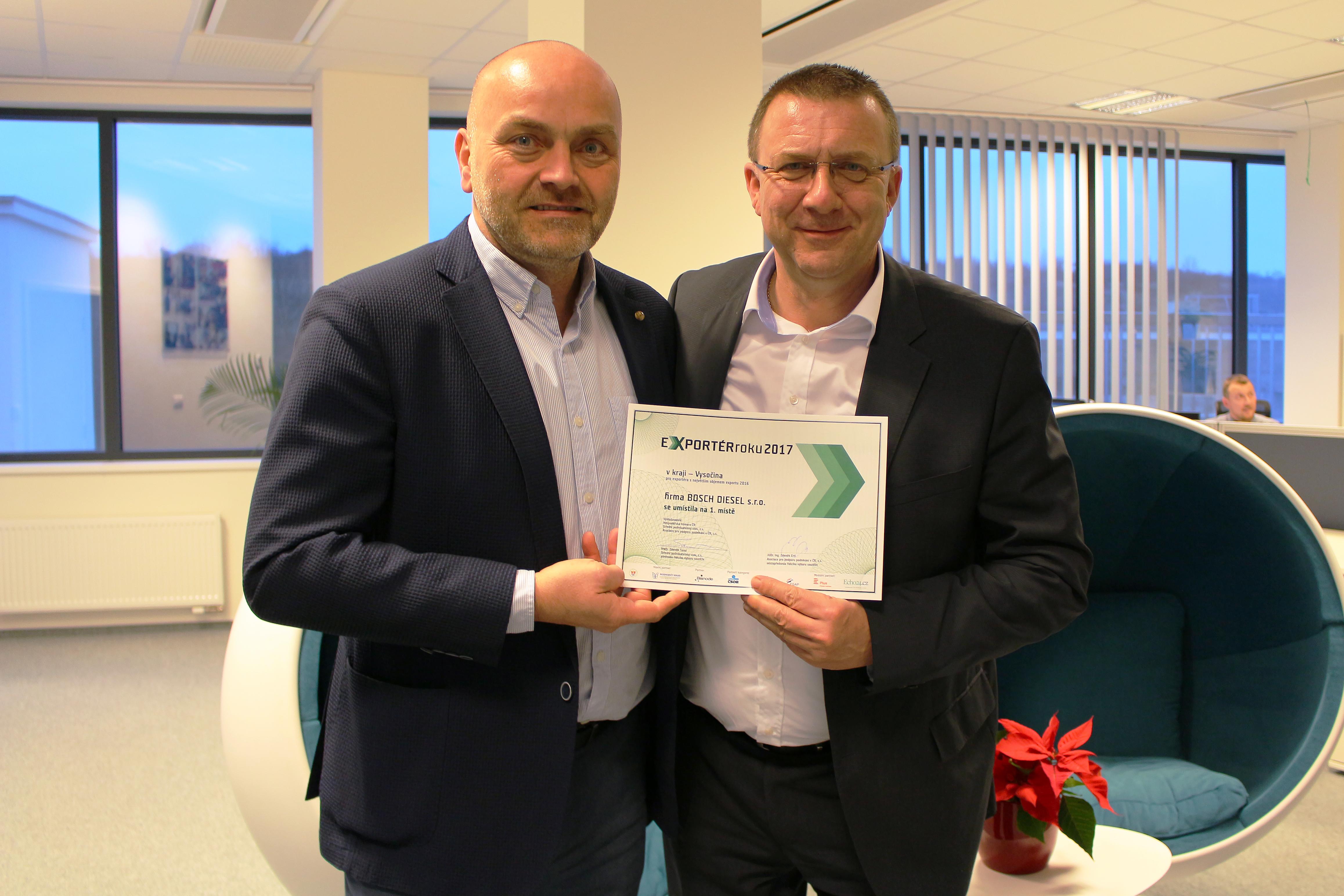 Vedení společnosti Bosch s diplomem za soutěž Exportér roku 2017 - cena pro Bosch Diesel s.r.o.