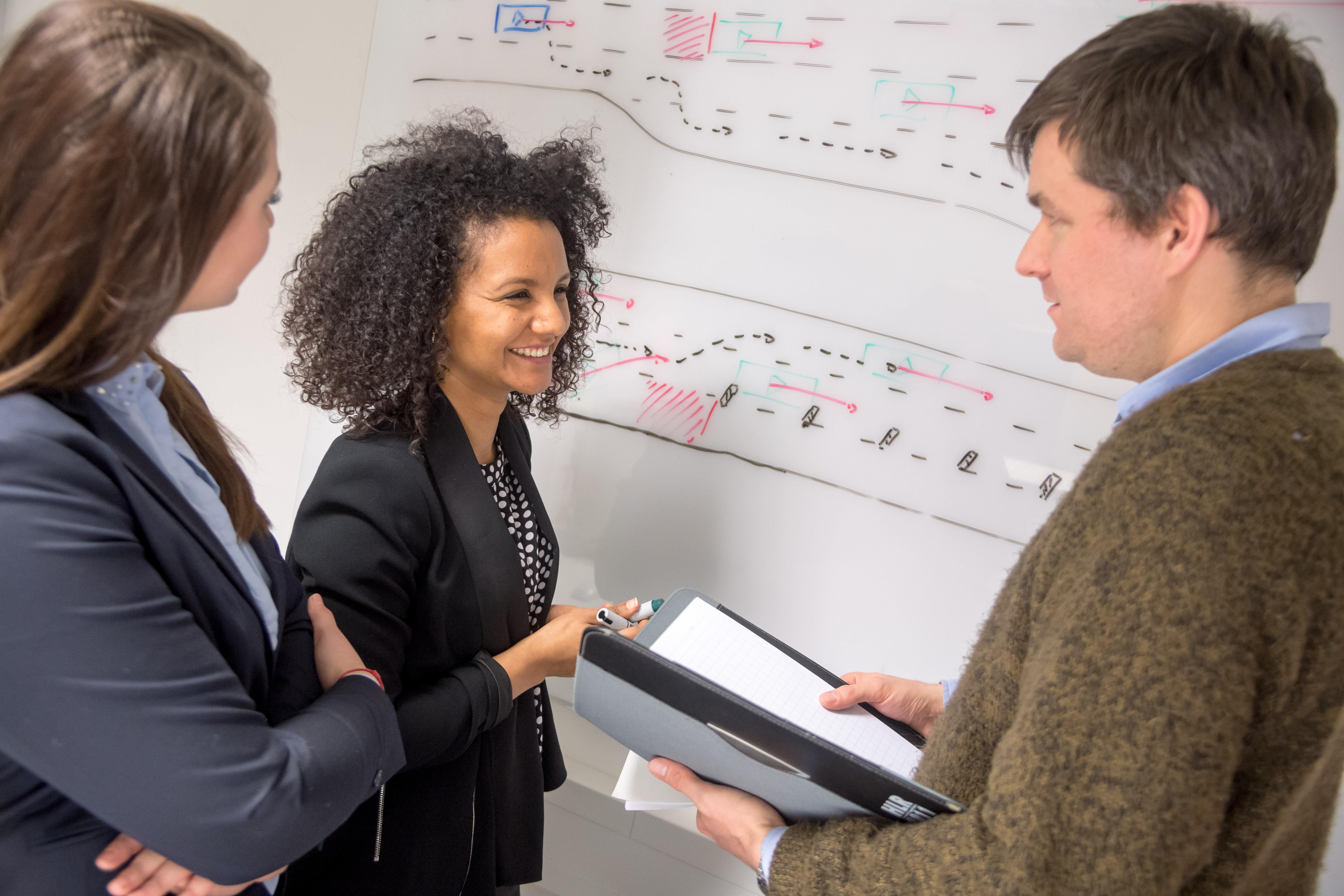Počet zamestnancov: pokračujúci dopyt po odborníkoch z oblasti IT a softvéru