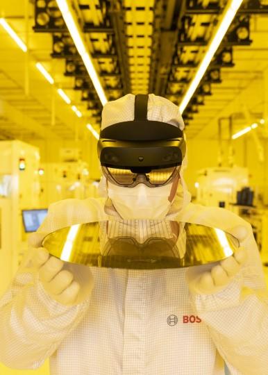 Stroje, které přemýšlejí, údržba ze vzdálenosti 9 000 kilometrů, brýle s vestavě ...