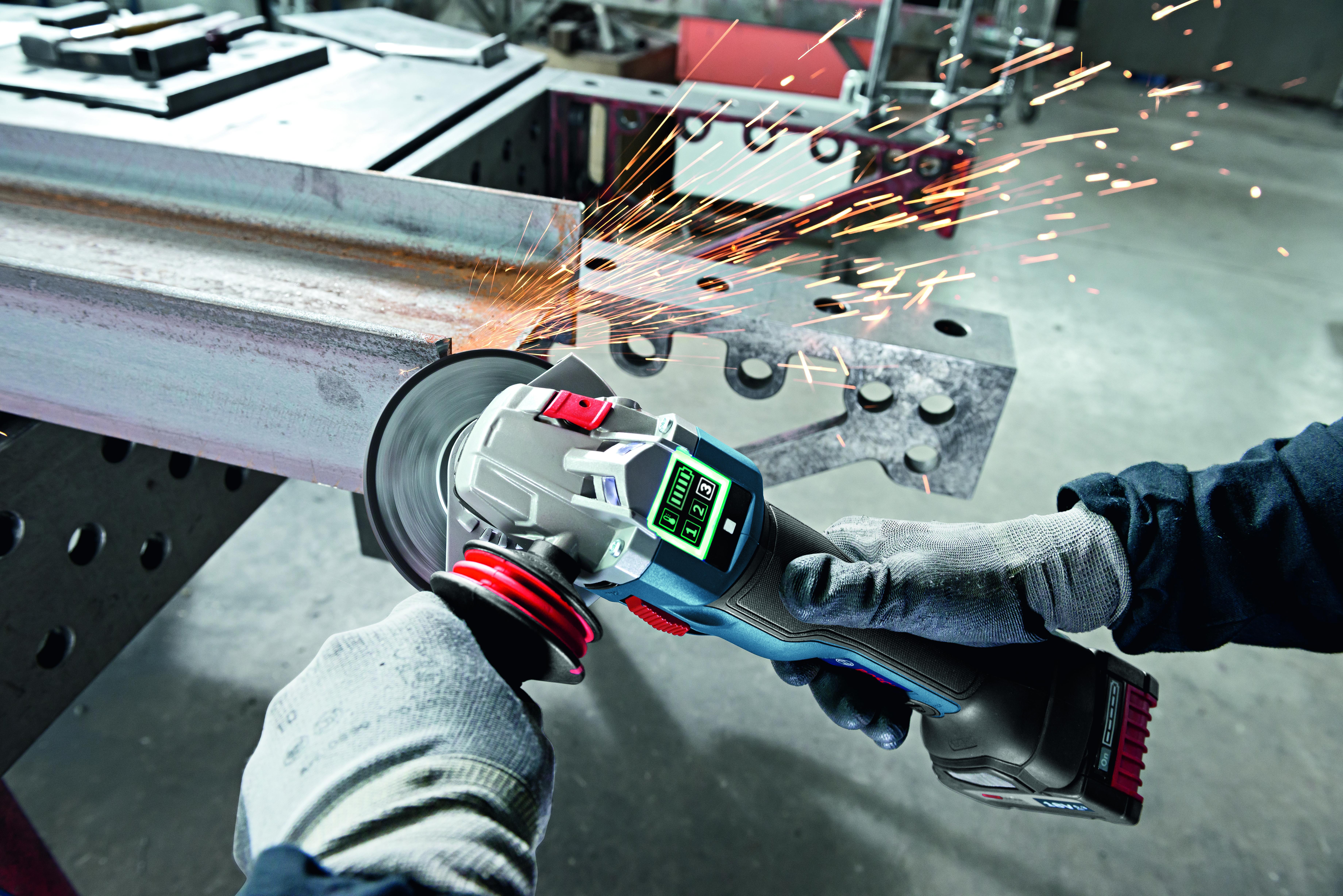 Maggiore efficienza e facilità di utilizzo: Bosch presenta le prime smerigliatrici angolari al mondo con funzione Connectivity
