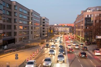 Connettività e sistemi di assistenza per il parcheggio automatico La tecnologia Bosch rende il parcheggio un gioco da ragazzi