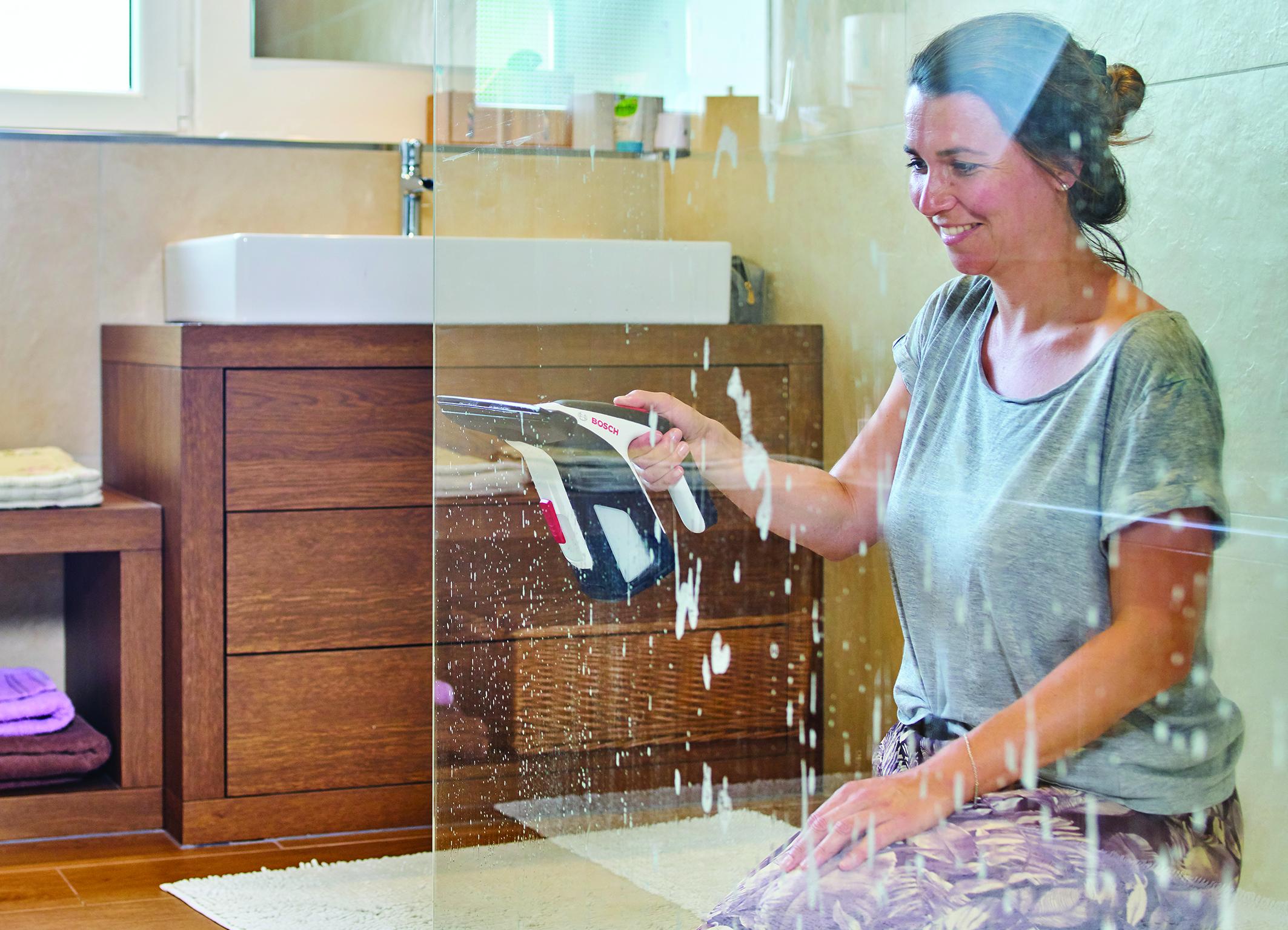 GlassVAC – Il primo aspiragocce per finestre a batteria di Bosch