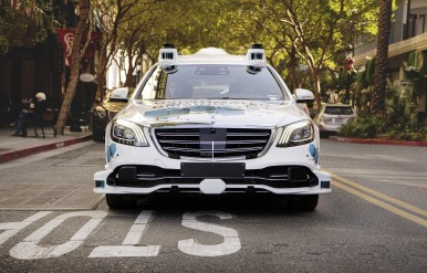 Bosch e Mercedes-Benz avviano a San José il progetto pilota per il servizio di r ...