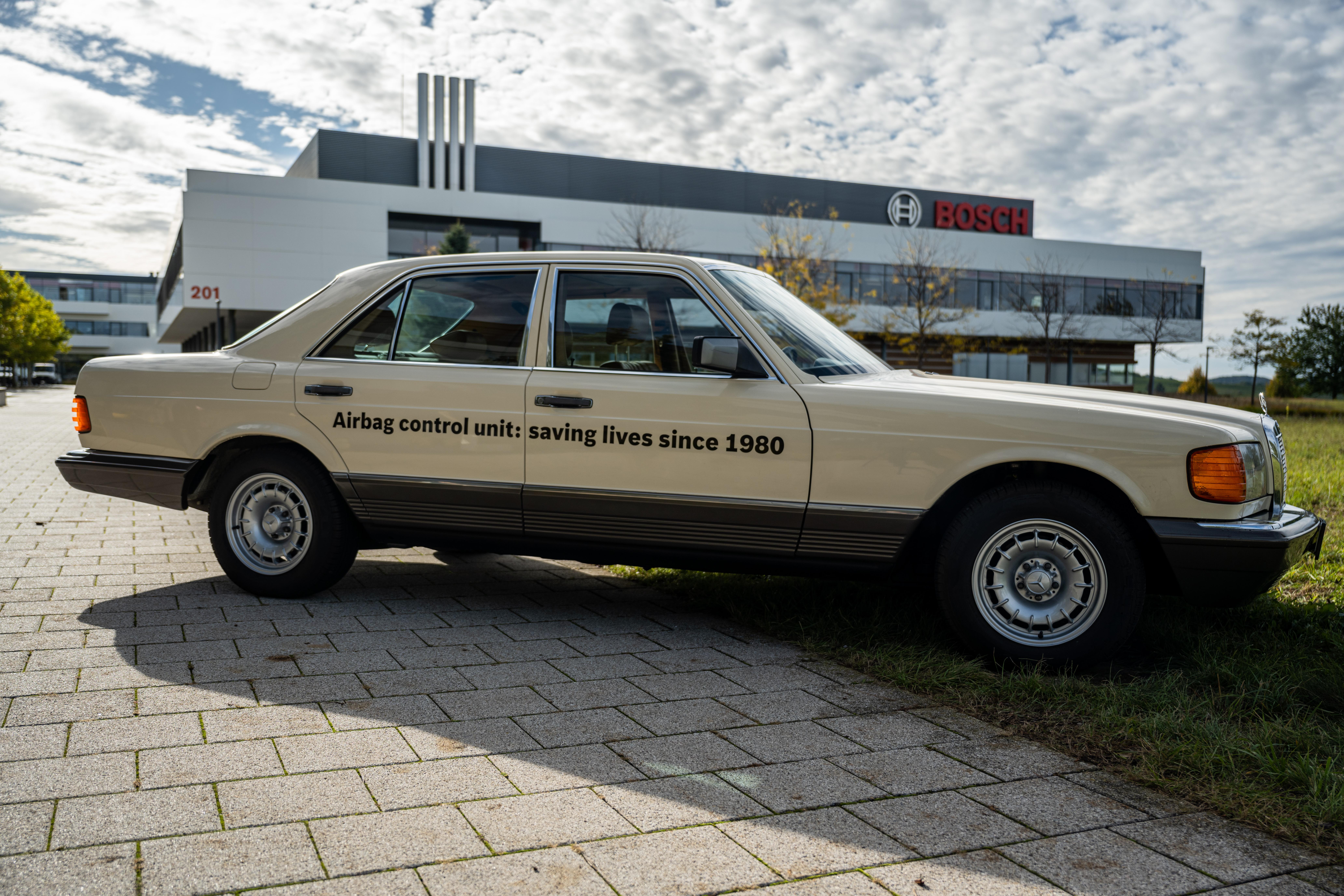 L'innovazione nella protezione passeggeri:  40 anni fa Bosch lanciava la centralina elettronica airbag per le autovetture